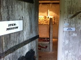 I det gamla biskopshuset vid kyrkogårdsgrinden finns ett litet museum. Bl.a.
